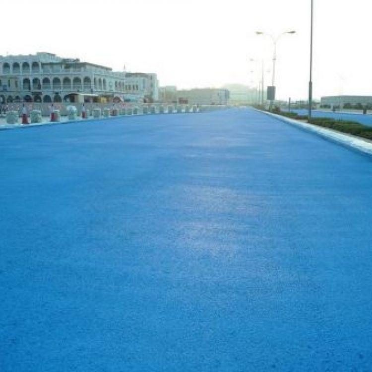 В Катаре делают голубую дорогу